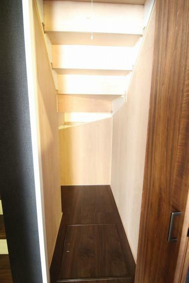 収納 便利な階段下収納
