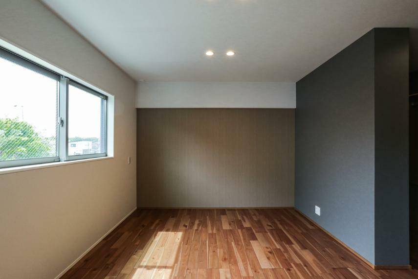 寝室 7.3帖の主寝室は、たっぷり収納できるウォークインクローゼット付きです。(2号棟)