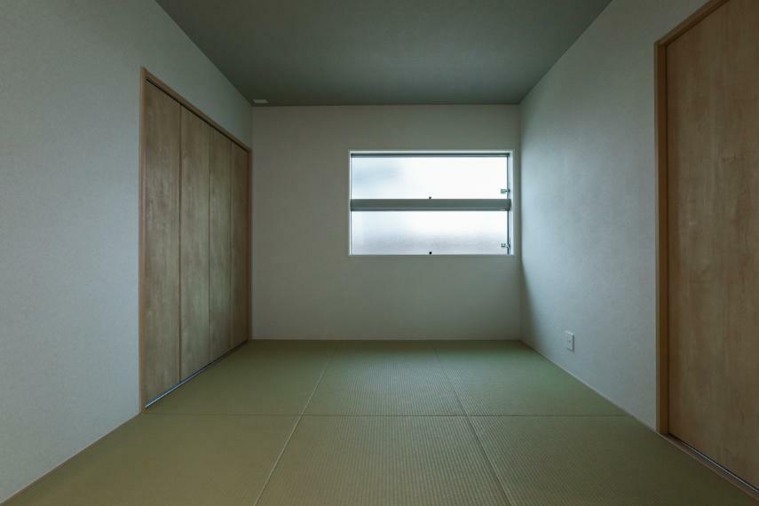 和室 ホールとリビングから出入りできる和室は、普段使いにも来客用にも便利です。(5号棟)