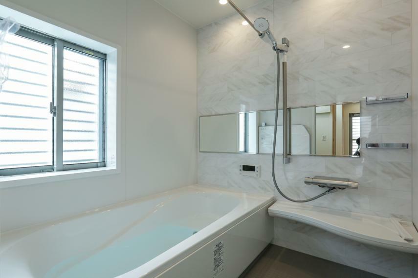 浴室 ゆったりとした時間を過ごせるくつろぎのバスルーム。(5号棟)