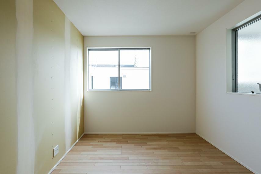 洋室 明るい洋室。お好きなクロスをお選び頂けます。(クロス未施工)(5号棟)