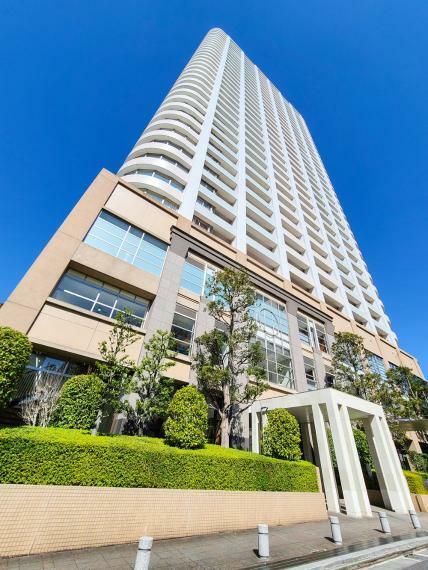 外観写真 文教・文化施設の立在する池袋西口~タワー型マンション。眺望開放感広がる38階建28階部分。