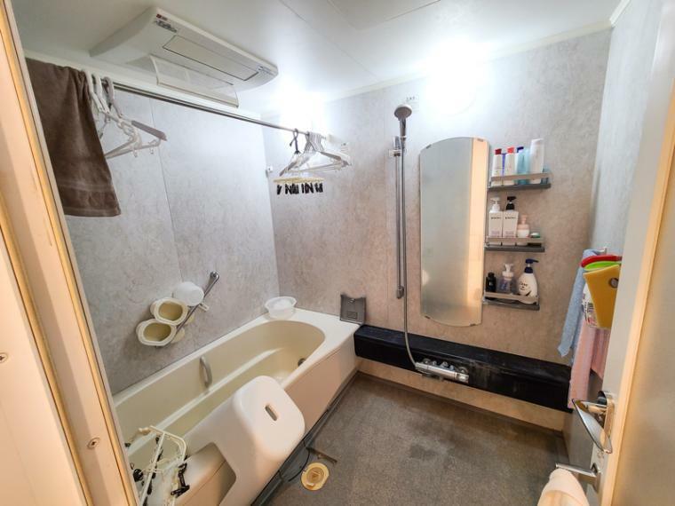 浴室 ワイドな1620サイズ。浴室換気乾燥・追炊き機能付きの洗い場の広い空間です。