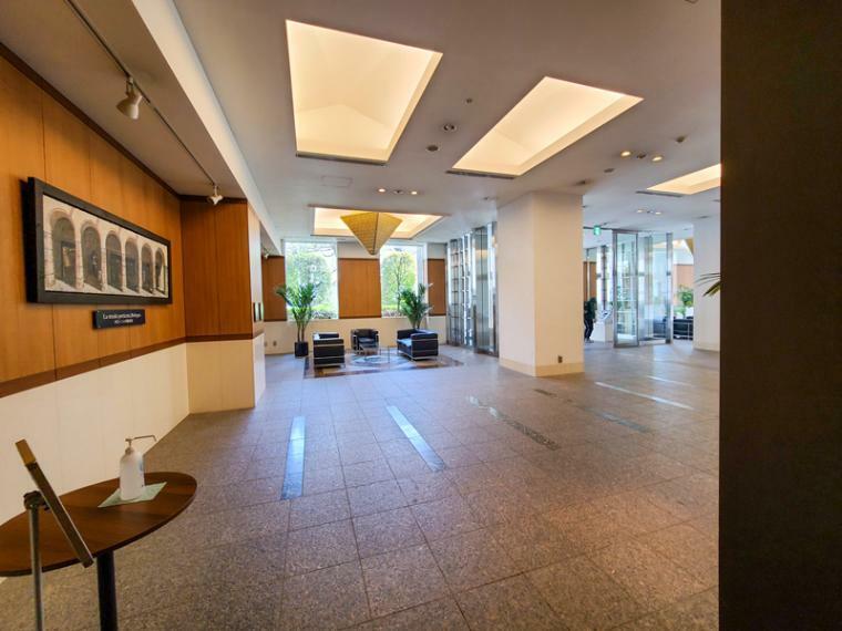 エントランスホール 貴賓漂うエントランスホール。身支度や来賓の打合せにも使えるゆったり空間です。