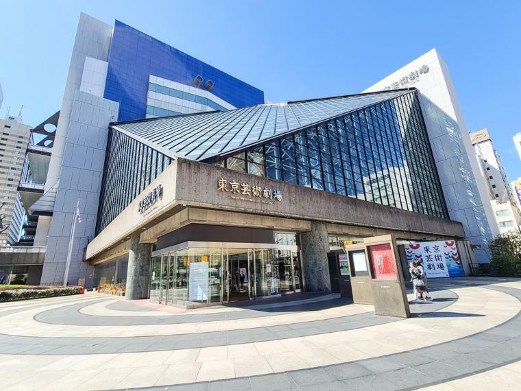 池袋西口には東京芸術劇場等の文化施設も立在。アーキテクトにデザインされ街のモチーフにもなっています。
