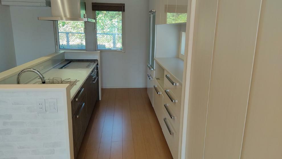 キッチン 食洗機、アクリル人工大理石シンク、タッチセンサー水栓、リモコンレンジフード、設備も充実!