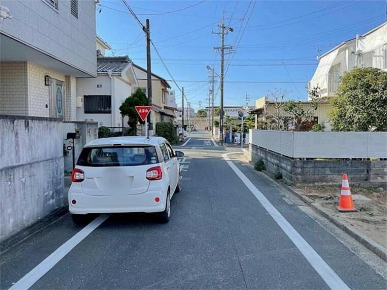 現況写真 前面道路が5mと広いので運転が苦手な方にも安心です