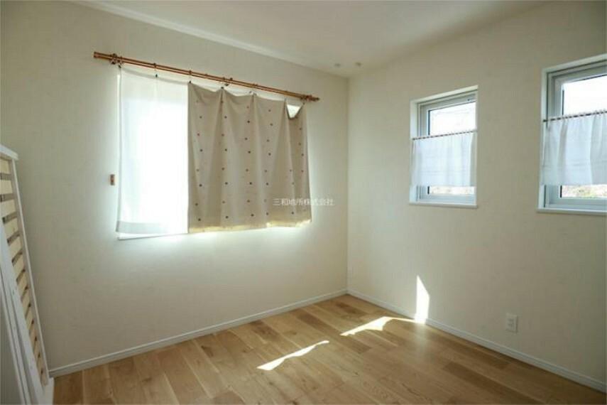 収納力のあるWICがある主寝室1。