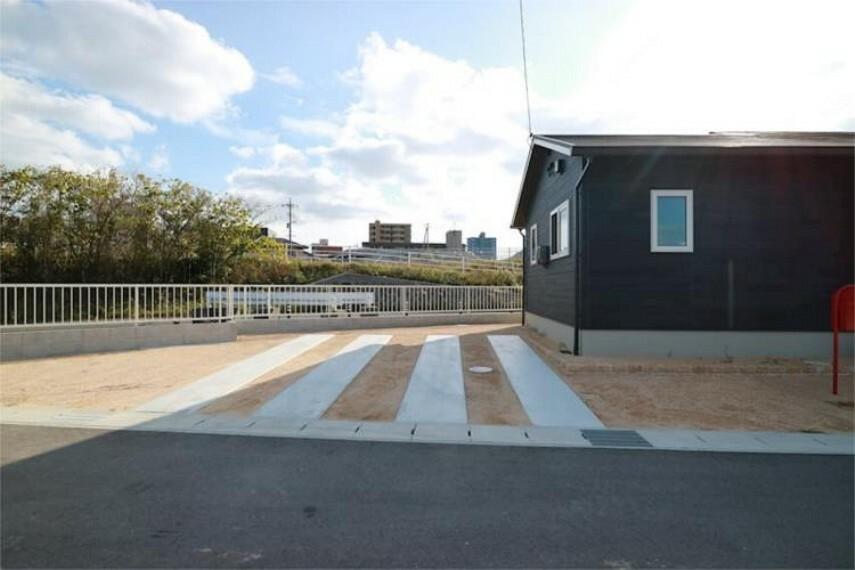駐車場 駐車場は並列2台分。