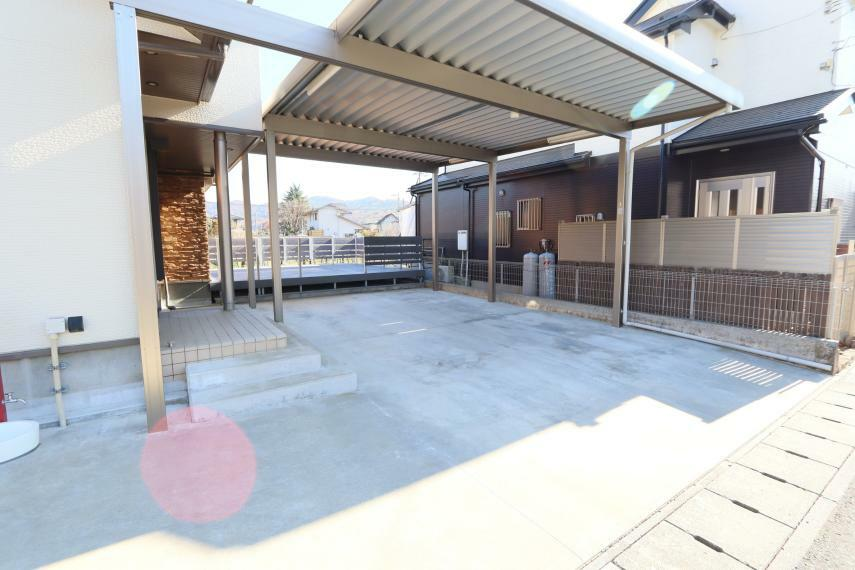 駐車場 駐車場 屋根付き駐車場、 バーベキューをするのに最適です(^^)