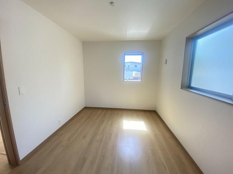 居間・リビング 2面採光で明るい居室