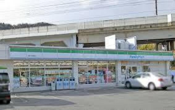 コンビニ ファミリーマート皇子山駅前店