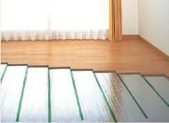 冷暖房・空調設備 足下から室内全体を暖める床暖房システム。ハウスダストを巻き上げず、クリーンな暖房です。