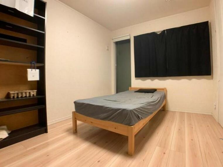 寝室 各居室6帖以上で広々とお使いいただけます