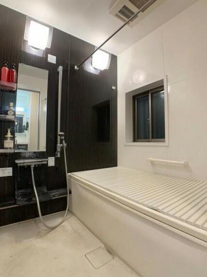 浴室 落ち着いた雰囲気の浴室でリラックスタイムを過ごせます
