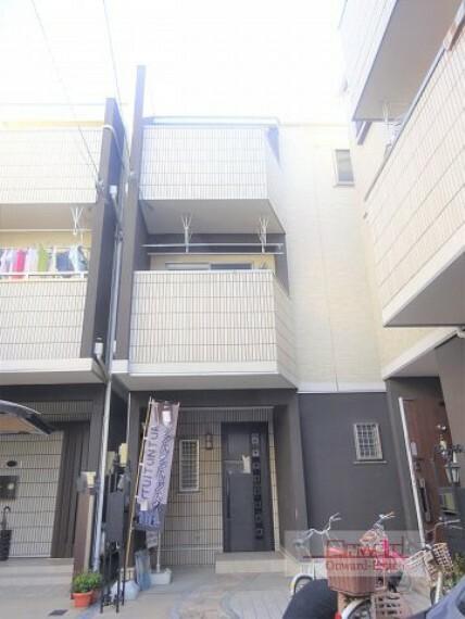 外観写真 JR片町線『放出駅』徒歩13分! 綺麗でおしゃれな外観!