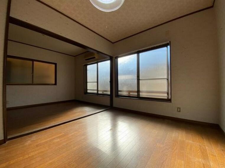 洋室 3階洋室の3枚扉を開けて頂くと洋室12帖としても使用可能です