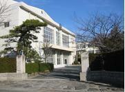 中学校 形原中学校  クラス数は19。野球部、弓道部、柔道部、相撲部、芸術部、生活部あり。