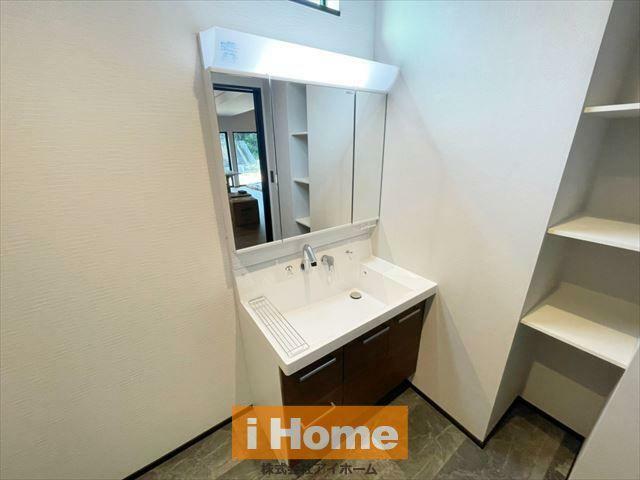 洗面化粧台 収納豊富な洗面室です!