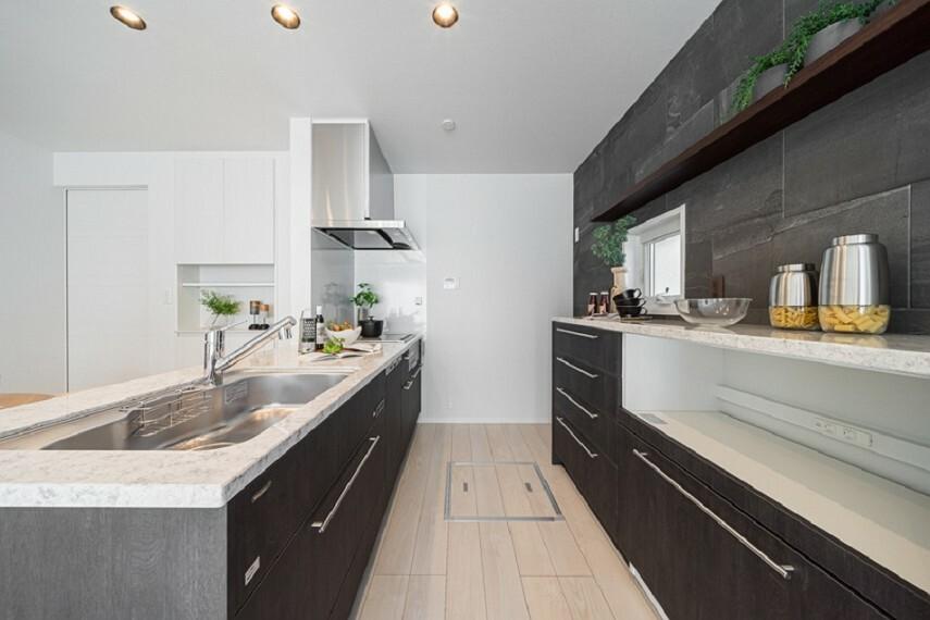 キッチン No.7_キッチン(撮影_2021年3月)フルフラットキッチンは開放感があり、お料理をしながらでも家族と会話をしたり、リビングを見渡せて安心です。