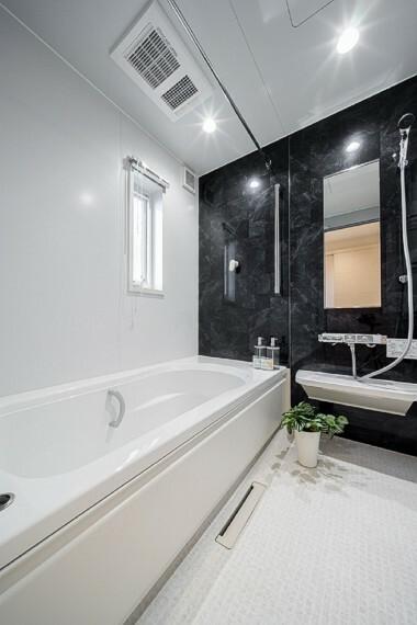浴室 No.7_浴室(撮影_2021年3月)足がのばせる1坪サイズの浴室。1面だけアクセントの壁を入れることでおしゃれな空間。