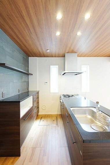キッチン No.23_キッチン(撮影_2021年3月)食洗器内蔵キッチンで、家事の時短に。お食事後の家族時間をゆったりお過ごしいただけます。