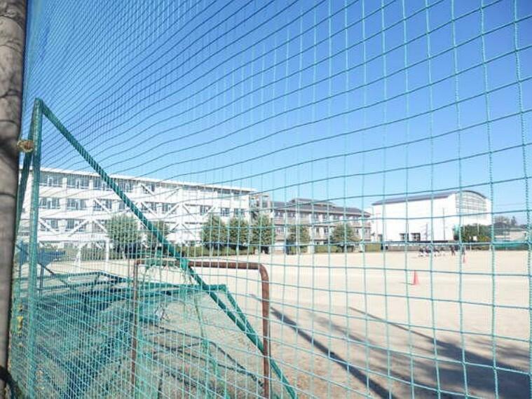 中学校 旭ヶ丘中学校まで徒歩約19分。(約1473m)