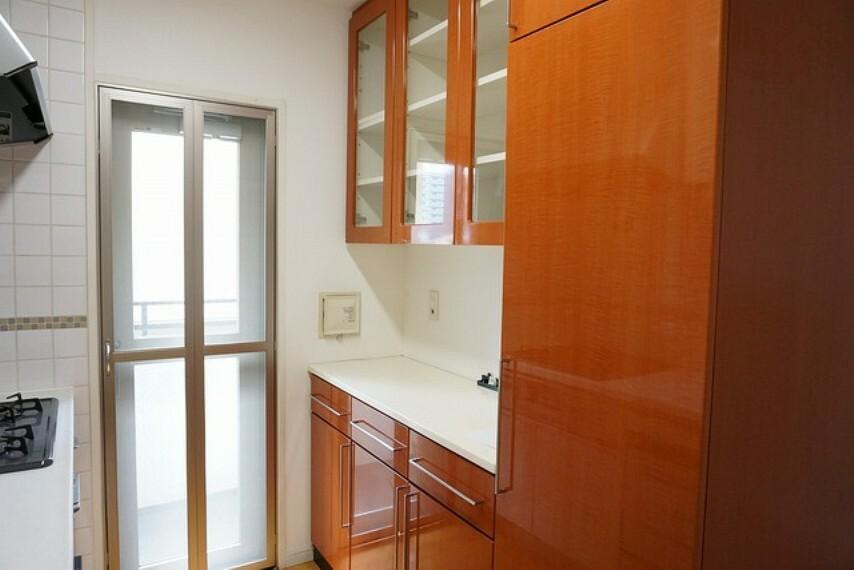 キッチン キッチンは幅広で食器棚などを設置できるスペースも確保。使い勝手の良いキッチンで家事の効率も良い設計になっております。