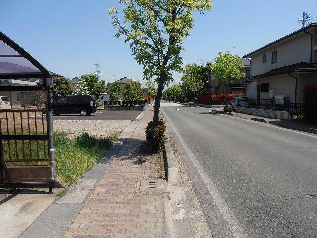 現況写真 前面道路を含む外観