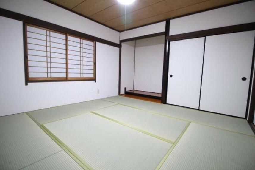 和室 1階にある8帖の和室。リビングと離れており客間として使いやすいですね。