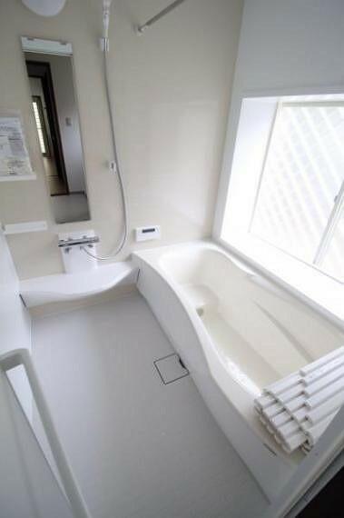 浴室 明るい浴室。新品だと気持ちがいいですね。