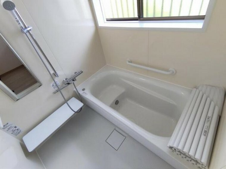 浴室 【リフォーム後写真】浴室の写真です。システムバスに新品交換を行いました。1坪タイプの浴槽は足の延ばせるので一日の疲れが取れると思います。