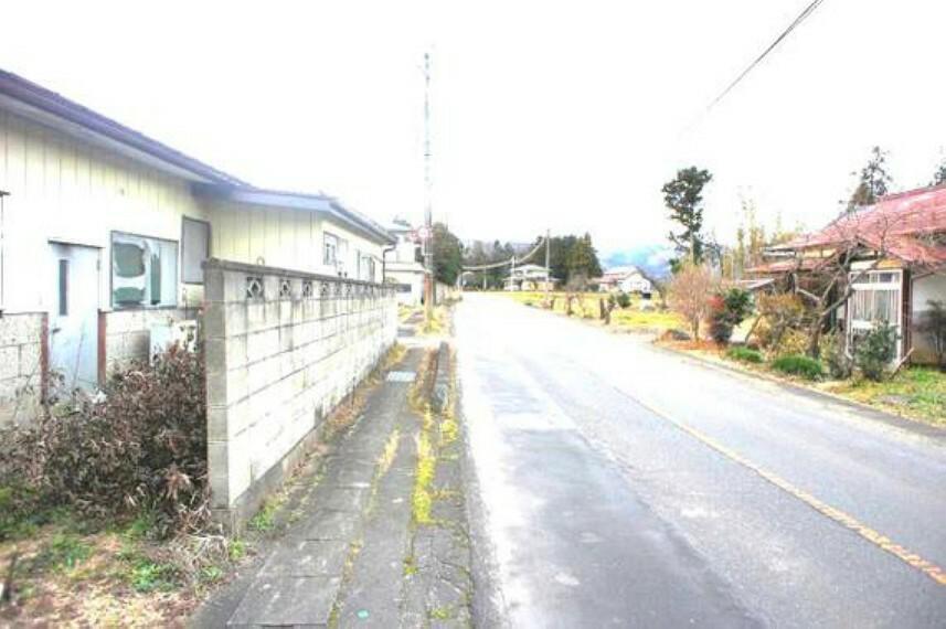 現況写真 前面道路も広く、開放感がございます。