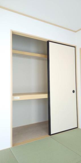 収納 枕棚付き和室押し入れ。 かさばる布団もスッキリ収納できます。