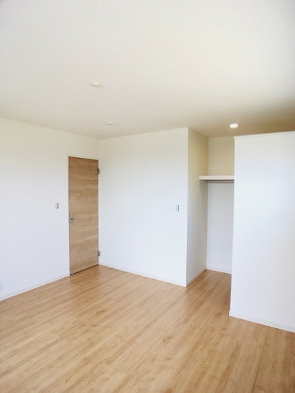 洋室 バルコニーに出られる7.5帖洋室 センチュリー21いちにし不動産【一年中休まず営業中】は、 お客様の住まいへの想いをかなえるお手伝いをさせていただきます。