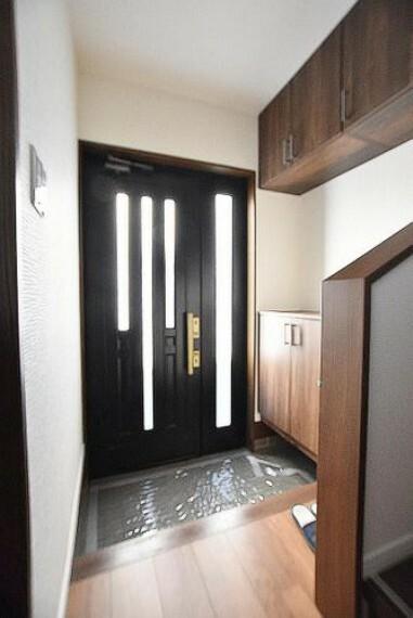 玄関 玄関 広々としたスペースを設けることで毎日明るい空間をキープします。