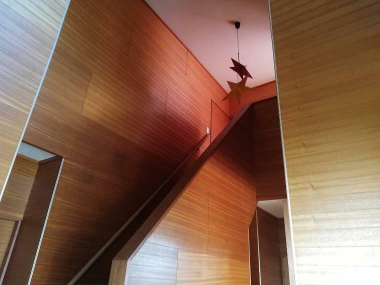 玄関吹抜け/階段