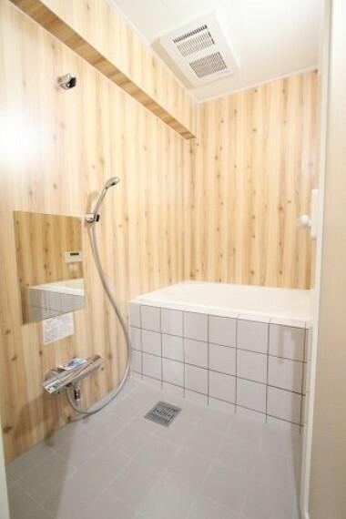 浴室 木の温もりを感じるユニットバス