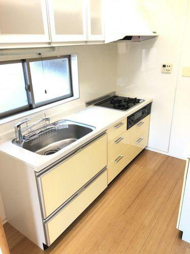 キッチン ホワイトを基調とした清潔感のあるキッチン。使い勝手の良い設備のキッチンで効率よくお料理ができます。