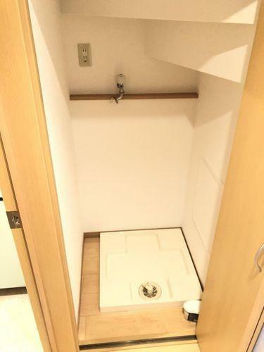 階段下スペースを有効利用した洗濯機置き場