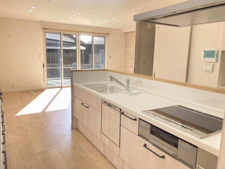 キッチン A区画キッチン(2021年2月撮影) 両サイドから出入りできる開放感のあるキッチンです。