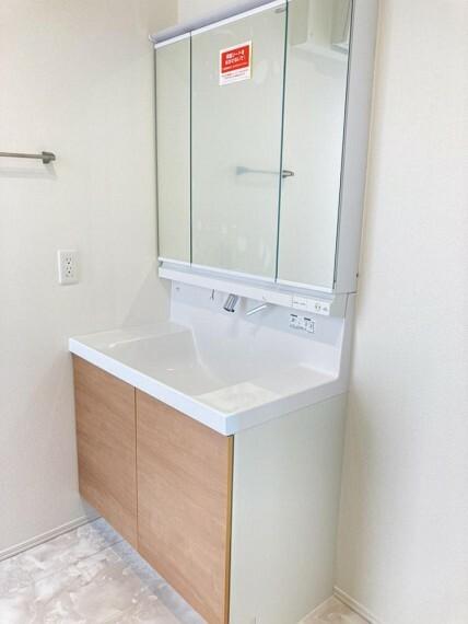 洗面化粧台 A区画洗面所(2021年2月撮影)『収納豊富な洗面所』タオルや着替え、ドライヤーからシャンプー・洗剤など詰め替えストックまで何でも収納。