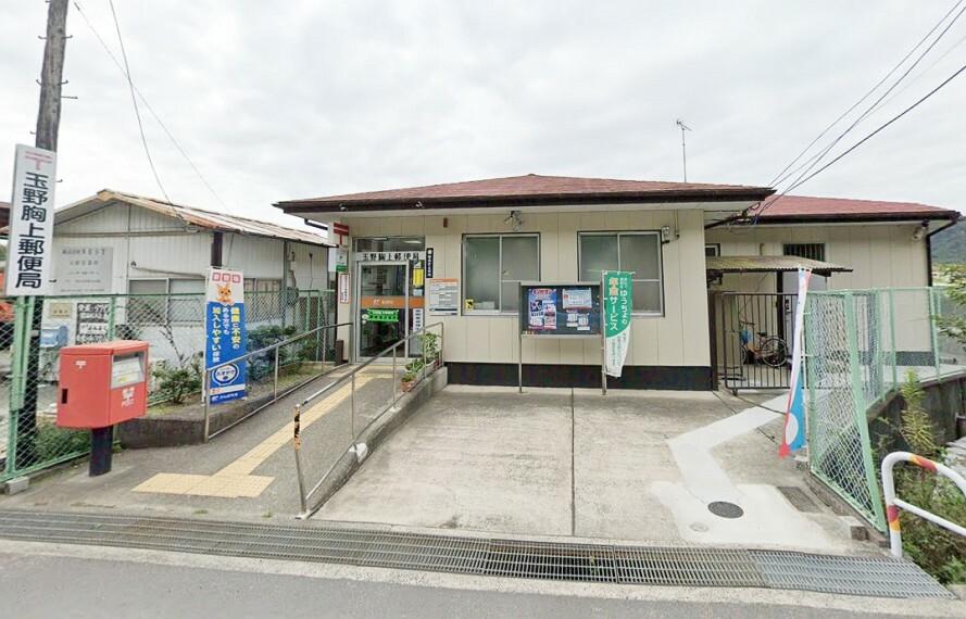 郵便局 窓口は9:00~17:00です 駐車場は1台です!