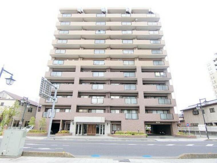 外観写真 お部屋は最上階11階部分にございます。