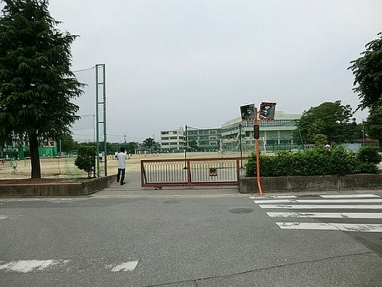 中学校 春日部市立粕壁中学校 徒歩19分(約1500m)
