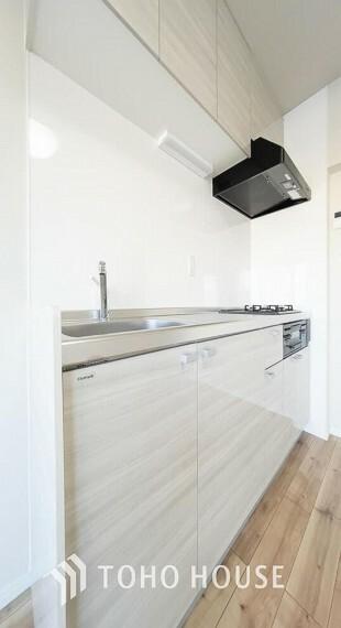 キッチン 大型の冷蔵庫やレンジボードもしっかり置ける広々としたキッチンスペースが大事。ゆとりある空間で作業ができるとお料理の腕も日に日に上がりそうな気がしてきます。