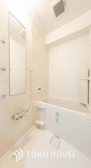 浴室 リフォーム済の浴室です。天気に左右されずに洗濯物を乾かせる、浴室乾燥機とオートバス機能付きです。