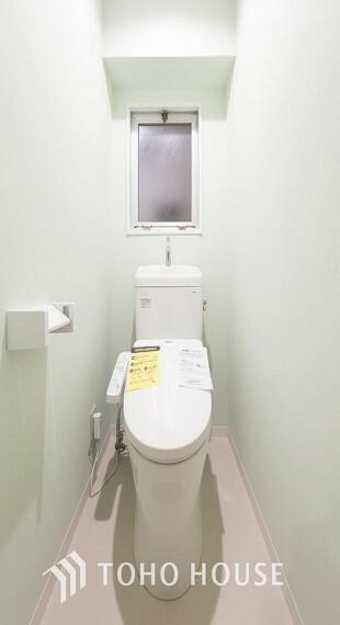 トイレ 手洗い一体型のウォシュレット付きトイレに交換済みです。