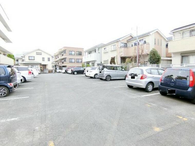 駐車場 駐車場の空き状況はお問合せ下さい。