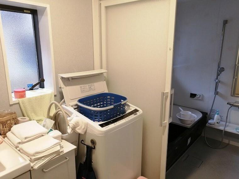 洗面化粧台 洗濯機置場